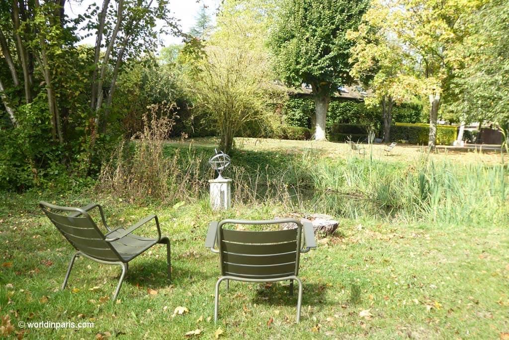 Beautiful, intimate corners at Château de Villiers