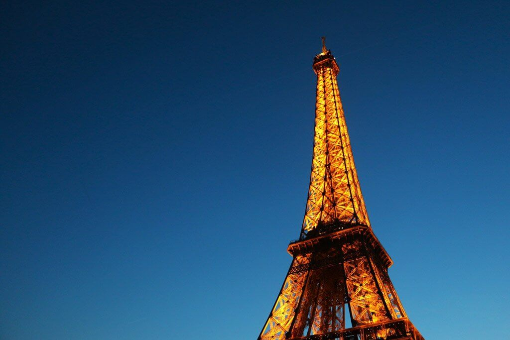Best paris hotels with eiffel tower view world in paris for Hotel close to eiffel tower