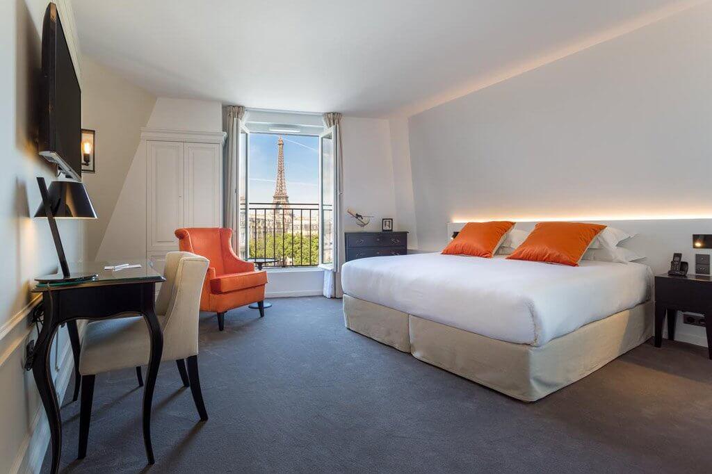 best paris hotels with eiffel tower view world in paris. Black Bedroom Furniture Sets. Home Design Ideas