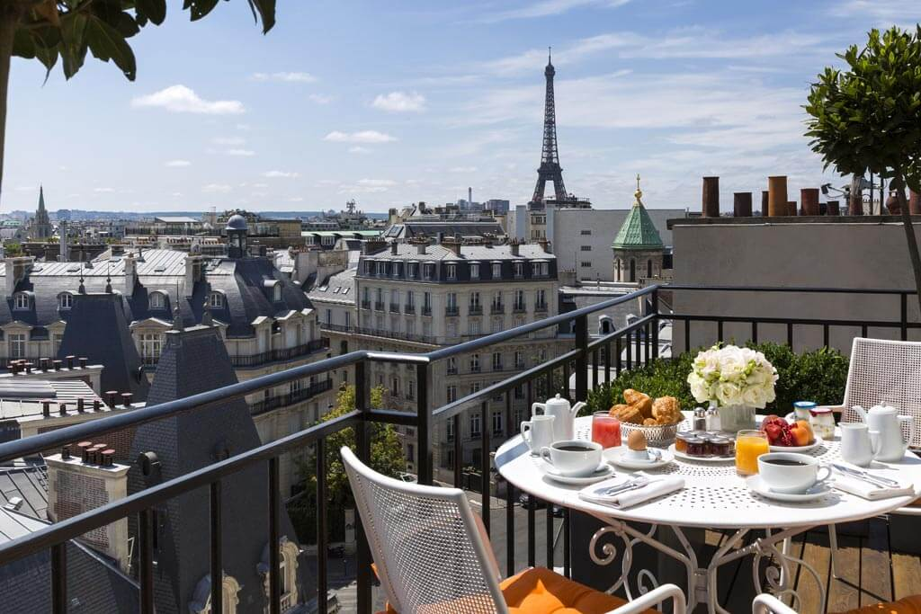 Best paris hotels with eiffel tower view world in paris for Top hotel france