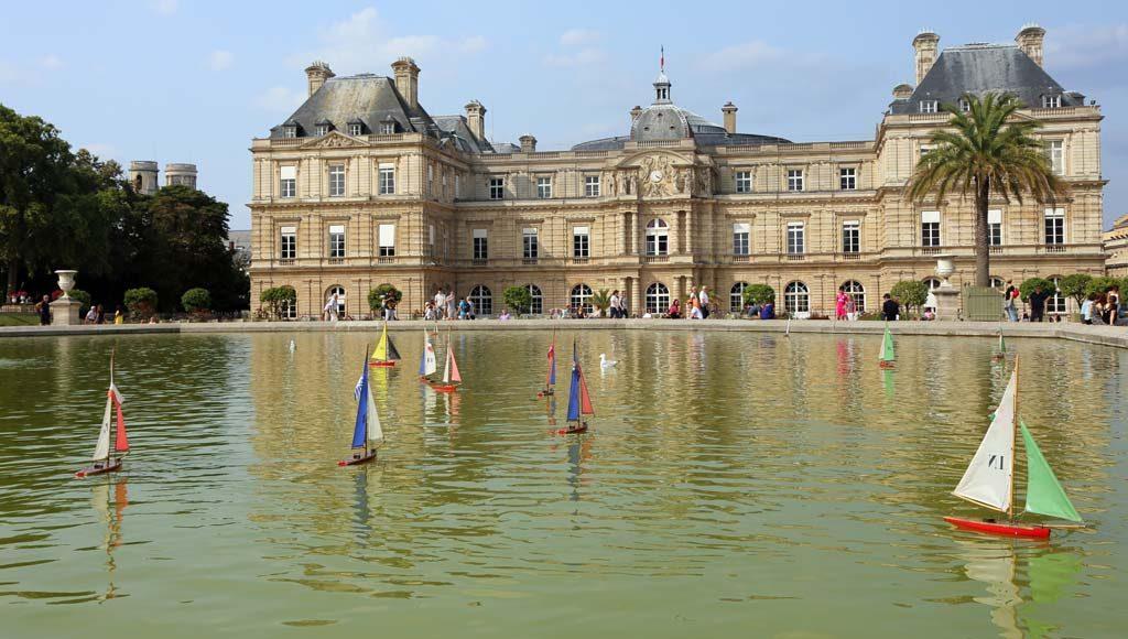 Treasure Hunt in Paris: The Queen's Hidden Treasures in Luxembourg Gardens