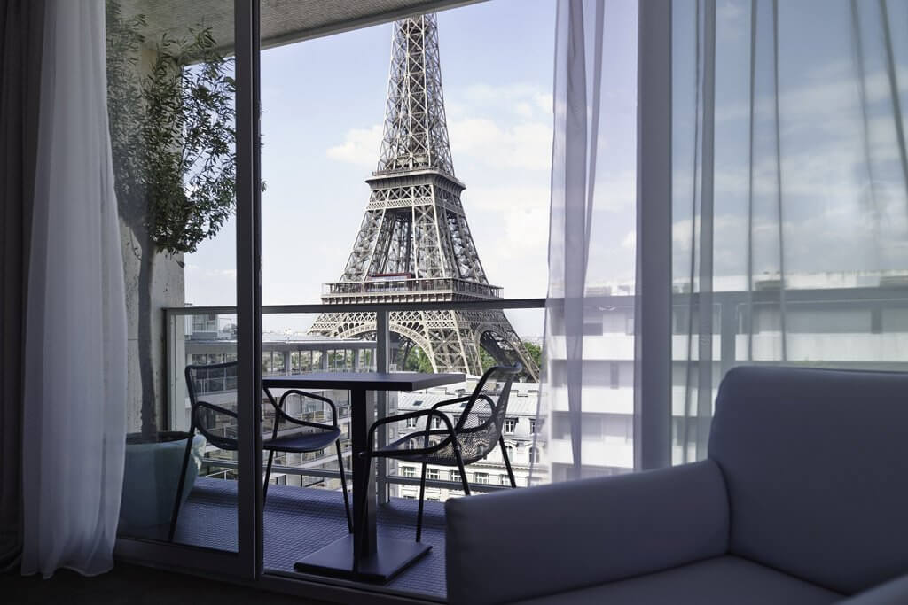 Best paris hotels with eiffel tower view world in paris for Hotels near effiel tower