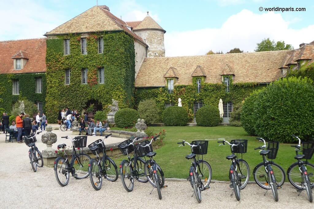 Bikes at Chateau de Villiers