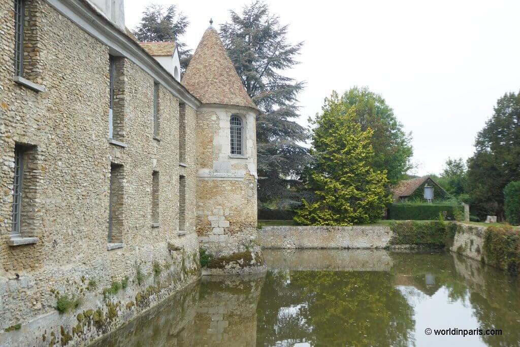 Chateau de Villiers surrounded by a moat