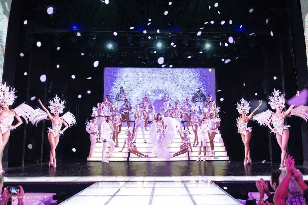 Le Paradis Latin Cabaret Show