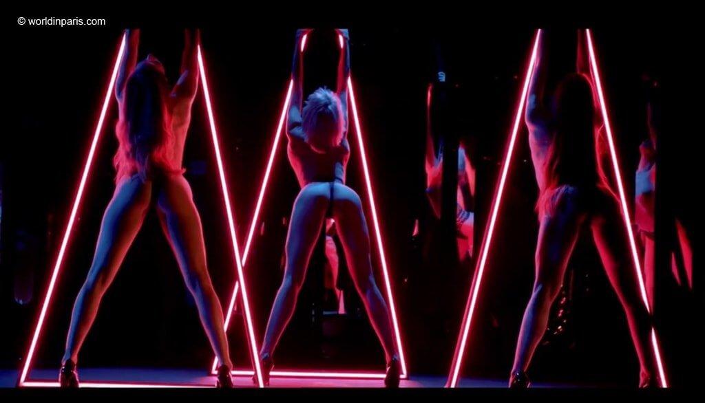 Paradis Latin Nude Show
