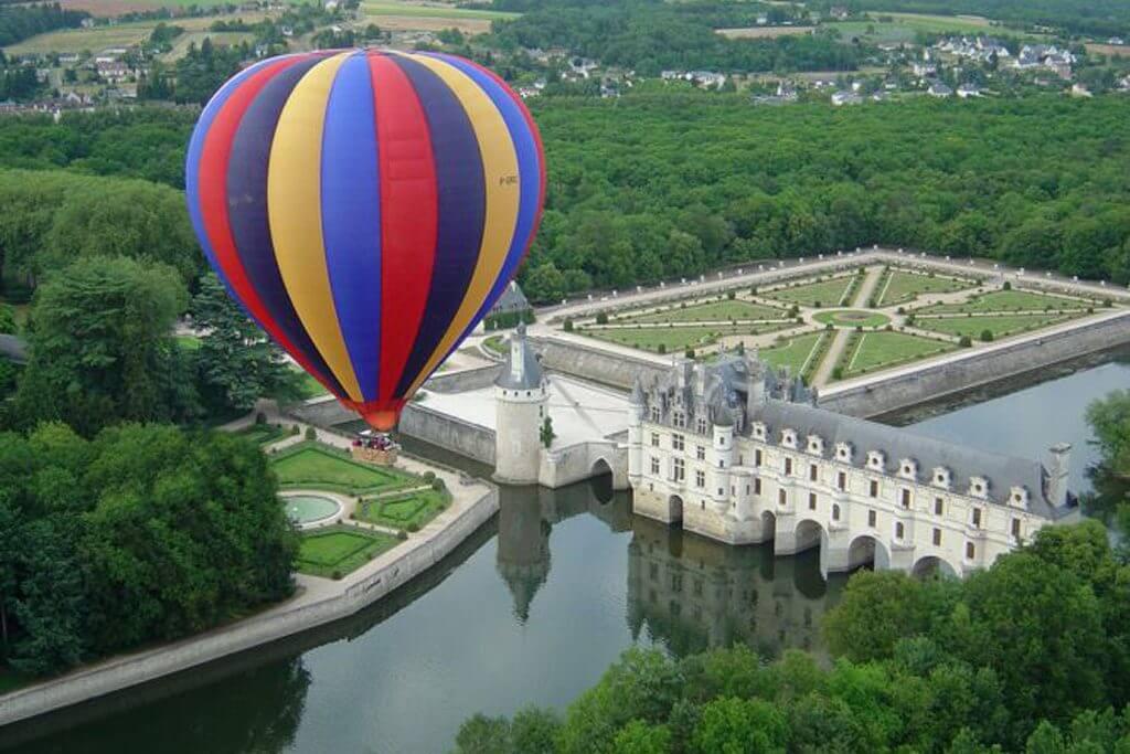 Balloon ride over the Châteaux de la Loire
