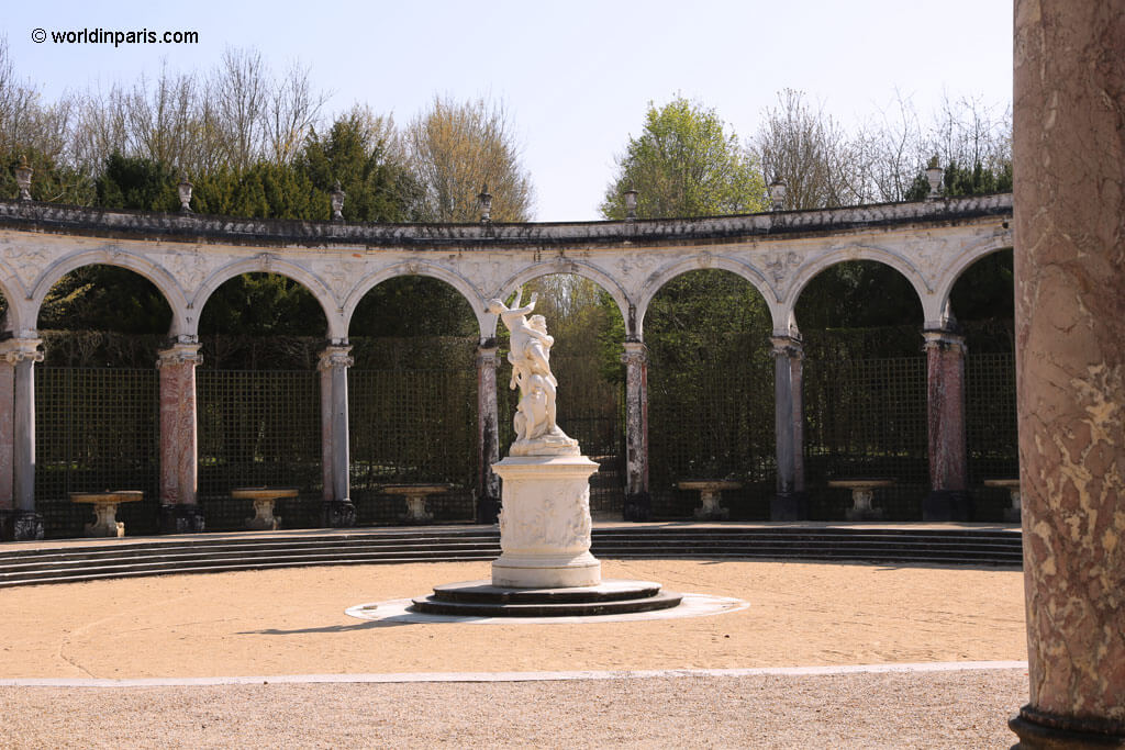 Colonnade Groove - Versailles