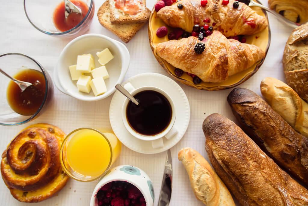 Типичный парижский завтрак