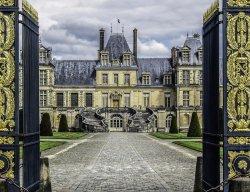 HorseShoe-Shaped Staircase at Château de Fontainebleau