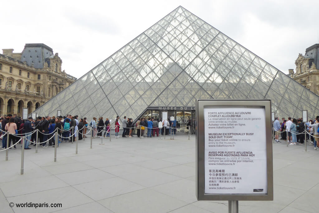 Sold out tickets at Louvre Museum