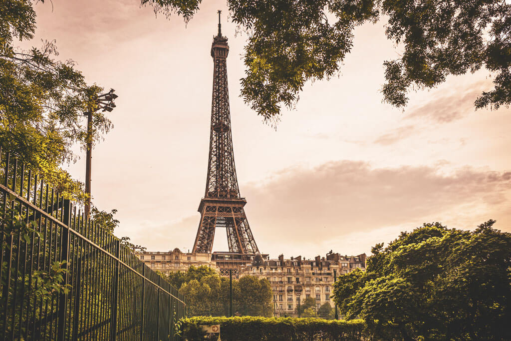 Apartments with Eiffel Tower view