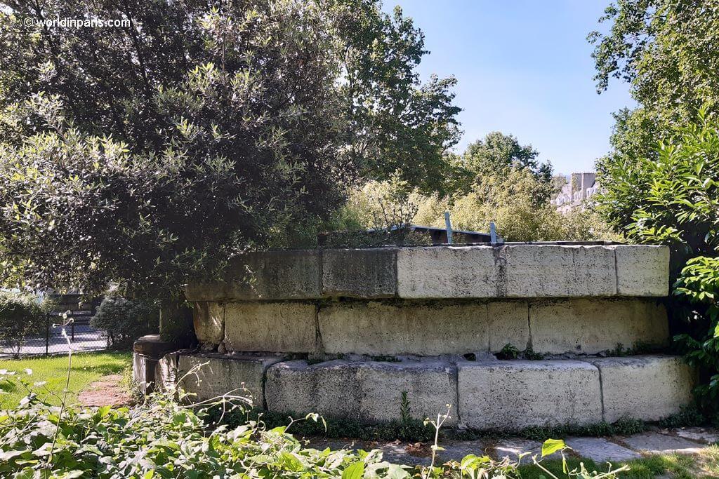 Remains Bastille - Square Henri Galli