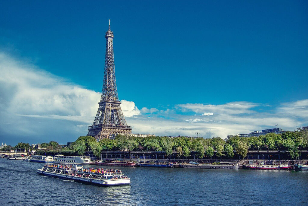 Boat Tour - Eiffel Tower